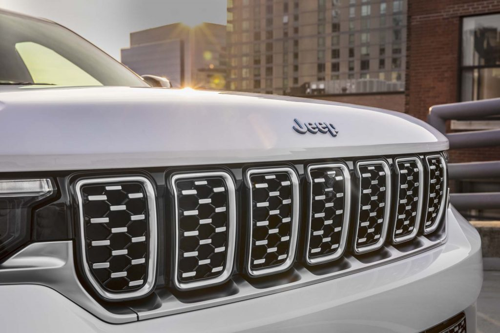 All-new 2022 Jeep® Grand Cherokee Summit Reserve 4xe - detail foto grill
